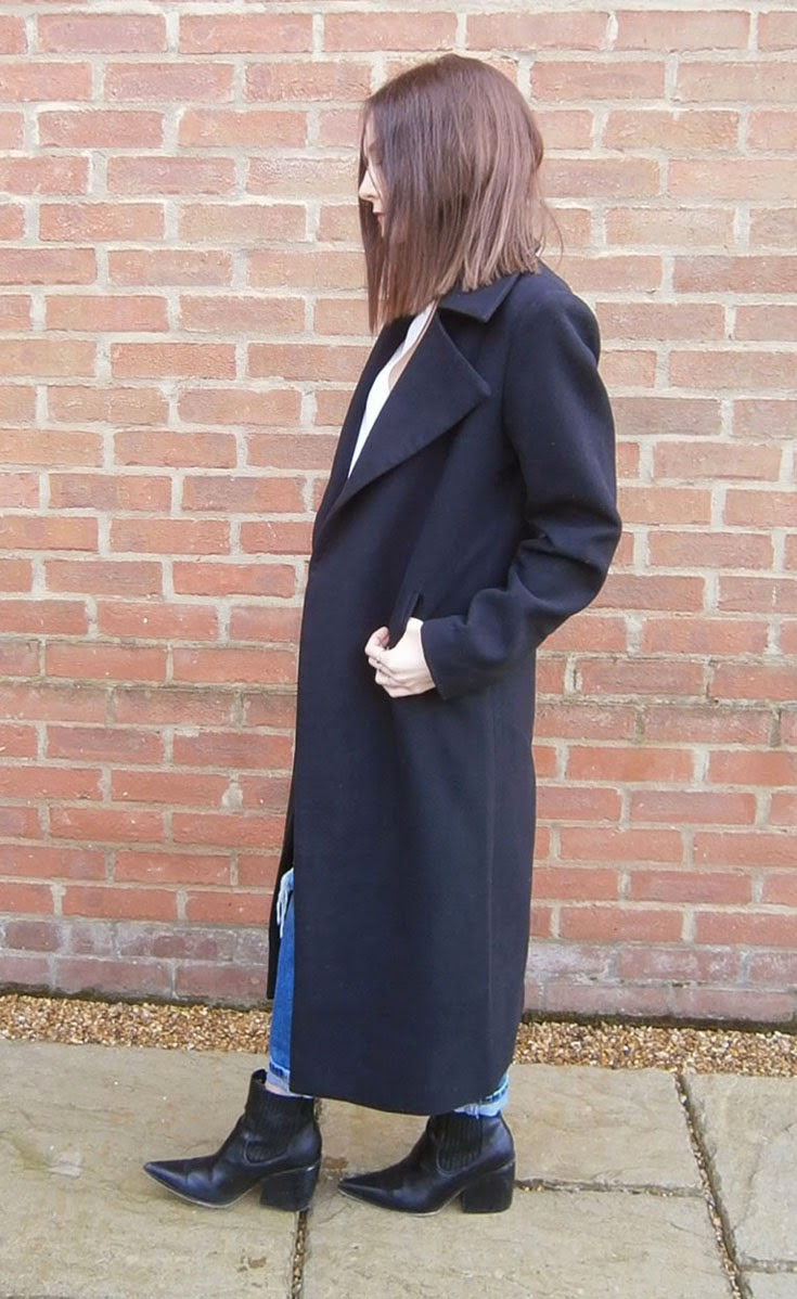 black duster coat fashion blogger