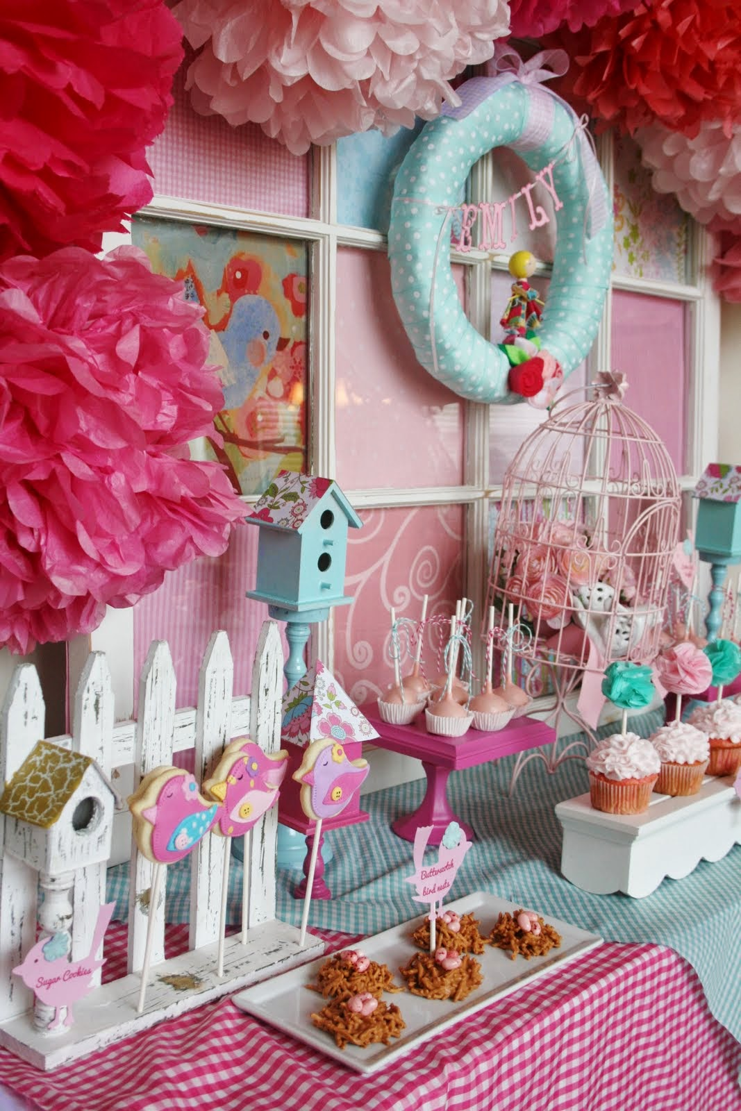 All about women 39 s things baby shower decorating ideas for for Cute inexpensive home decor