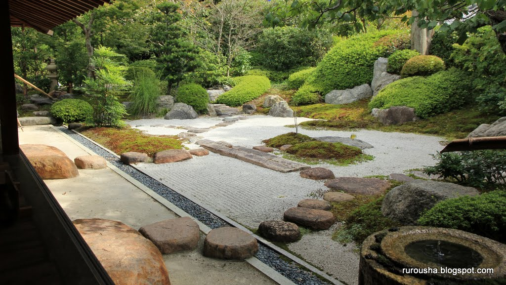 Small zen garden design photograph the small zen garden at for Jardin zen exterior