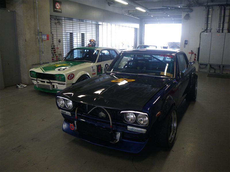 Nissan Skyline C10, samochód zbudowany do wyścigów, japoński tuning, tory wyścigowe, racing, kultowy samochód, z dusza, pasja do motoryzacji, klasyk, stare auto
