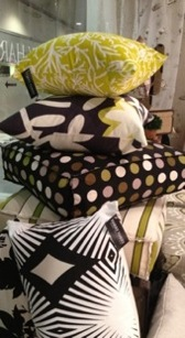 ... GRAPHIC PILLOWS ...
