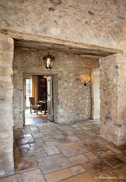 Boiserie c pietra e legno evocano il mediterraneo - Case in pietra interni ...