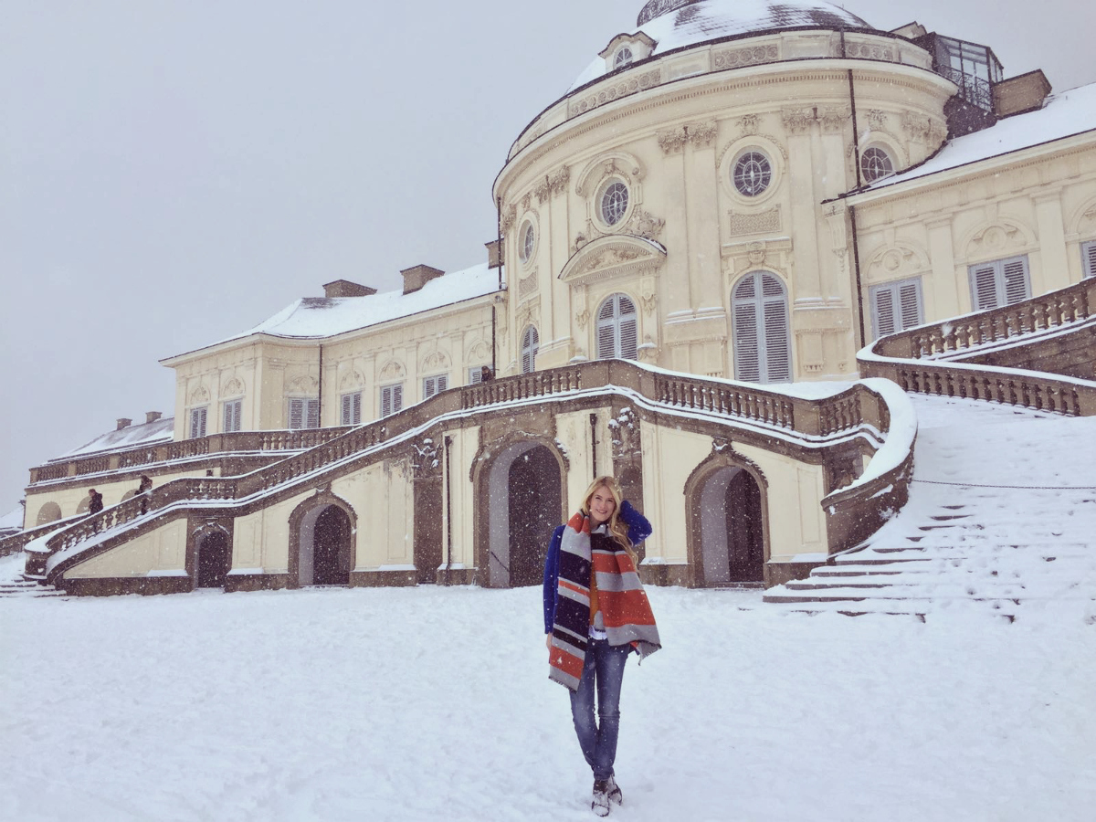 Colorblocking Fashion Outfit Winter Schnee Schloss Solitude Stuttgart