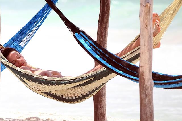Kelly Brook Topless Big Boobs Bikini Candids On The Beach In Cancun indianudesi.com