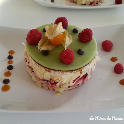 Illustration gâteau framboisier
