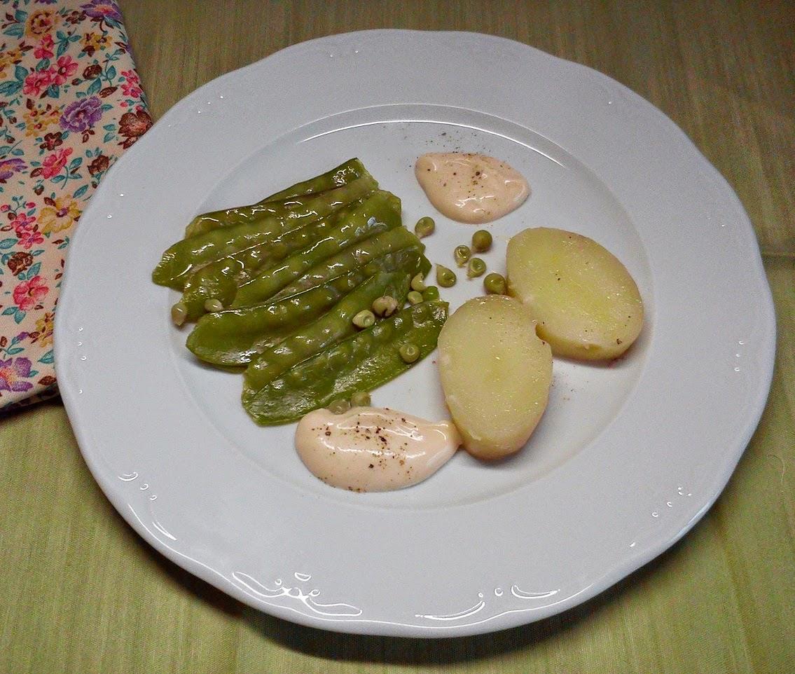 Tirabeques y Patatas Nuevas con Salsa de Crema de Ajos Asados