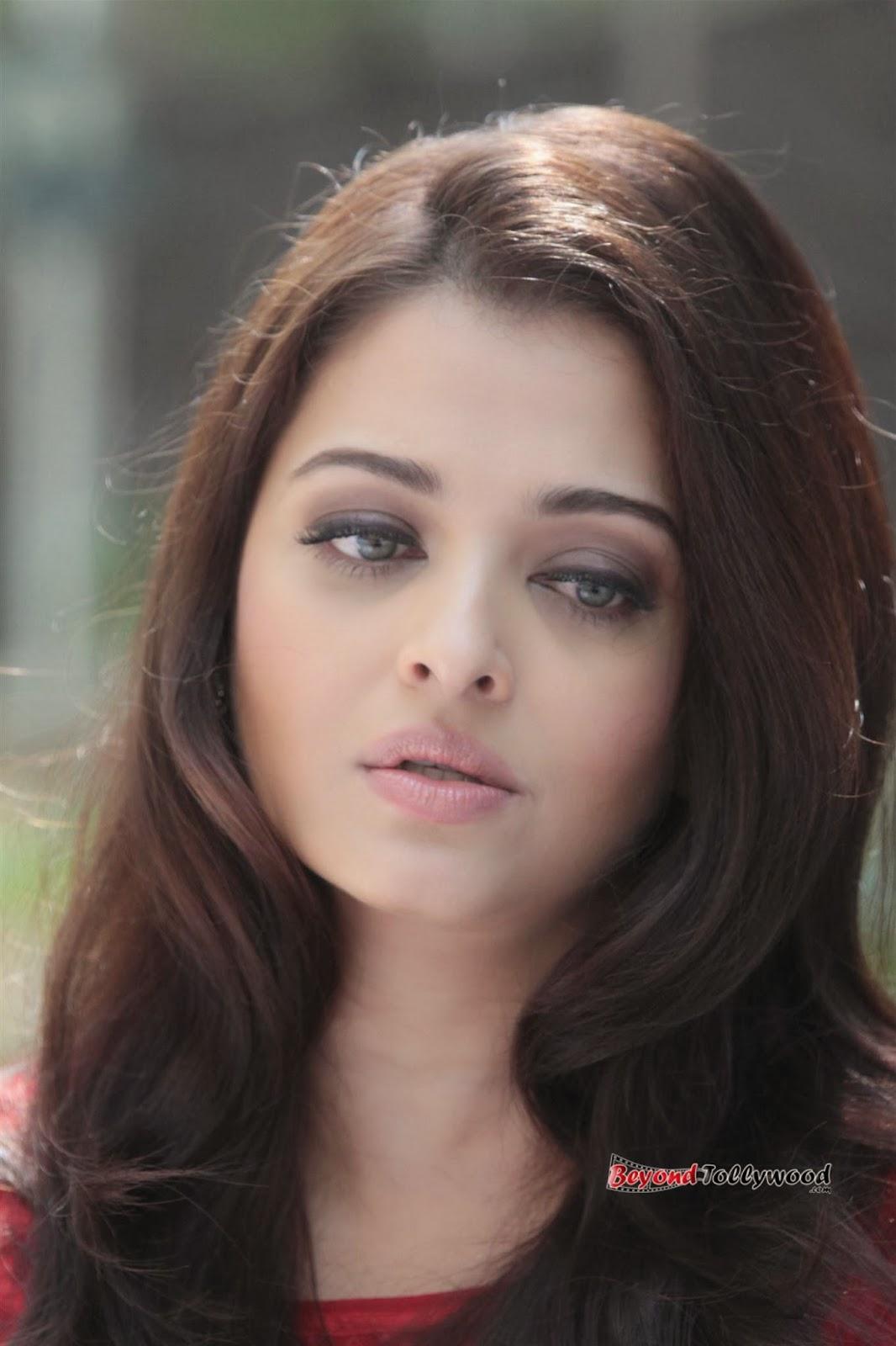 bolly: Aishwarya Rai Beautiful Stills