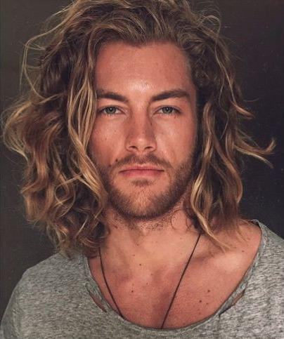 model rambut gondrong tanpa diikat