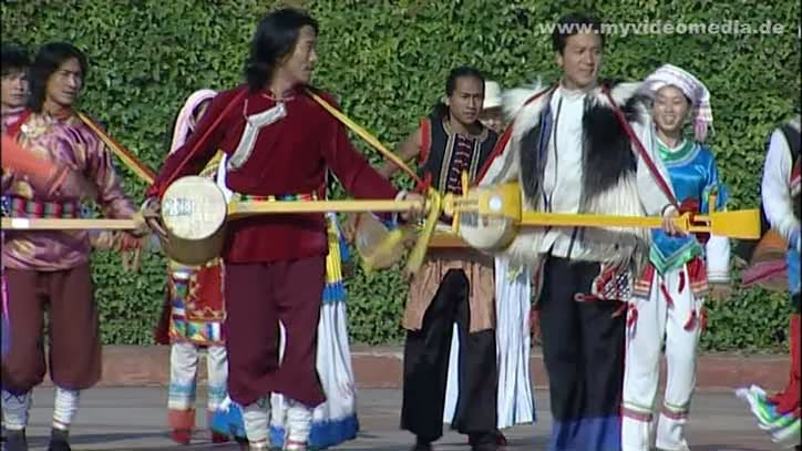 Performance in front of Yunnan Nationalities Village