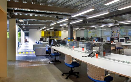 Podio de portada oficinas bni interiorismo exacto for Interiorismo oficinas