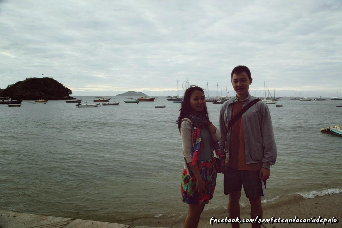 Bekzat y Akhan paseando en la Orla Bardot, Buzios