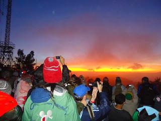 sunrise gunung bromo, pesona gunung bromo