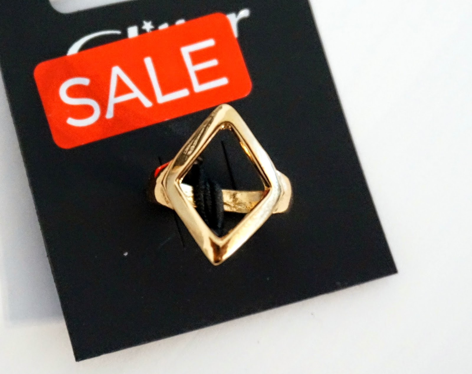 gold ring with rectangle