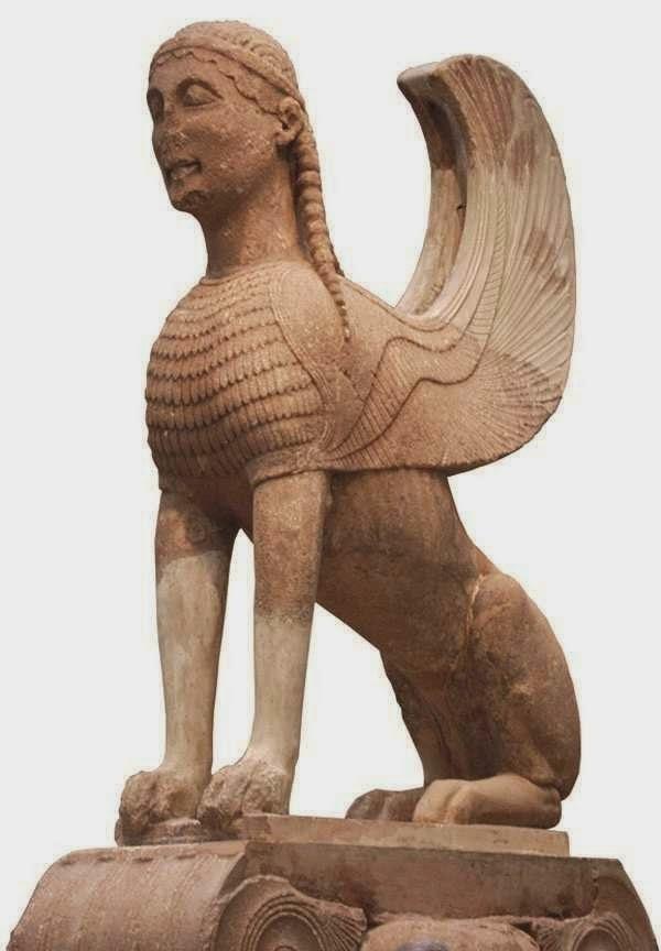 Σφίγγα των Ναξίων 580-570 π.Χ. Δελφοί, Αρχαιολογικό Μουσείο.