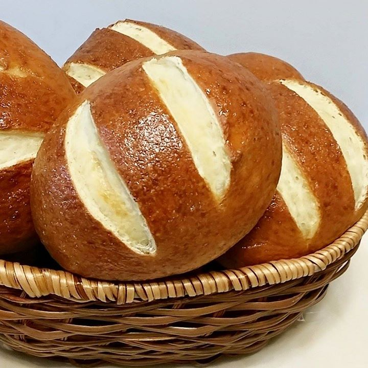 HOMEMADE PRETZEL ROLLS | Baking's Corner