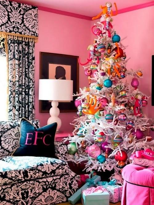 Arbol de Navidad blanco con adornos de colores