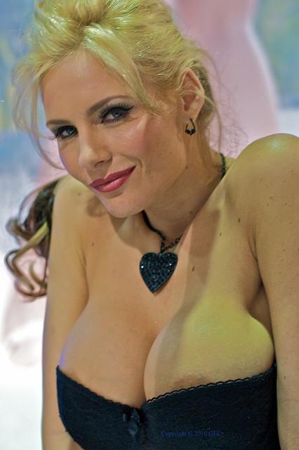 rekordi-foto-dostizheniya-porno-aktris