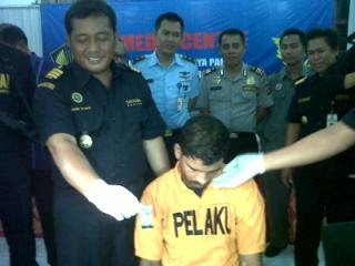 Warga Malaysia Ditangkap karena Simpan Heroin di Celana Dalam