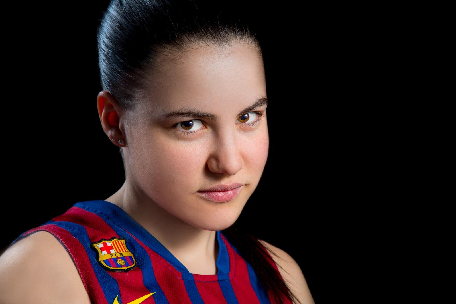 "PROCESADO ""AGRESIVO"" :: Júlia 14 - CBS Barça Senior Femenino A - 2013 :: Canon EOS 5D MkIII | ISO100 | Canon 24-105 @96mm | f/11 | 1/60s"