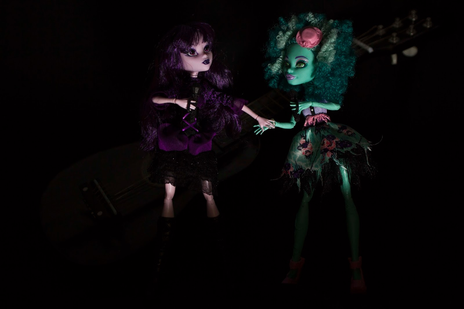 two dolls sining in concert