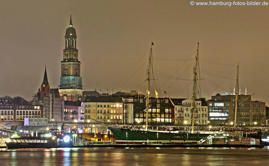Hamburg bei Nacht