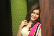 Gorgeous Heroine Raashi kanna photos-thumbnail-4