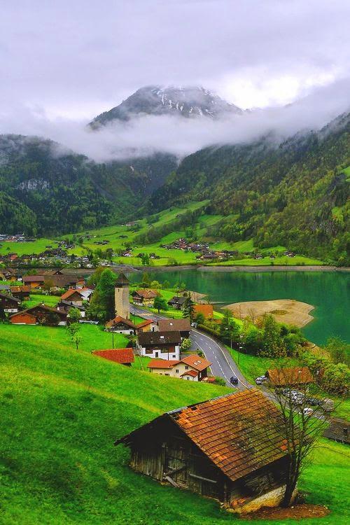 Lake Lungern , Switzerland