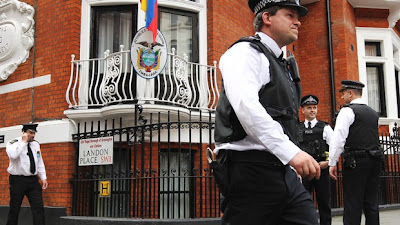 """Assange faz hoje """"declaração pública"""" a partir da embaixada do Equador"""