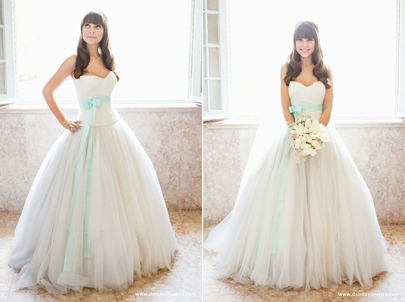 Vestido de noiva branco fica azul nas fotos