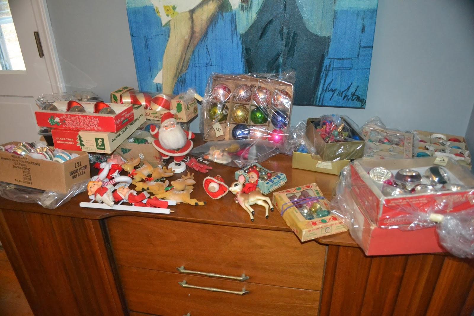 Erika Made It: Christmas Craft Week: Vintage Ornament Wreath