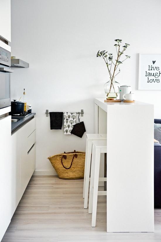 Living in designland inspiraci n peque as mesas de cocina for Mesas para cocinas pequenas