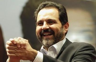 O Governador Agnelo Queiroz assina decreto que regulamenta a lei distrital 2.615 de 2000 (Foto: Divulgação)