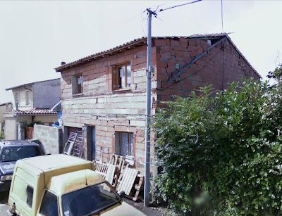 Maison pourri, probablement une des maisons les moins biens construites en France. Bonjour le bricolage!
