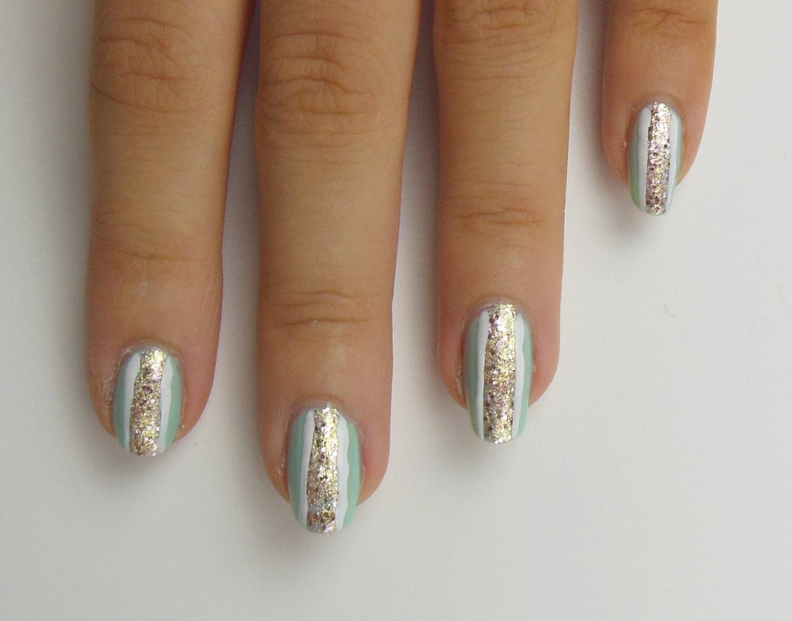 Sommerlich funkelndes Gold - Nails All Over