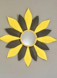 http://manualidadespararegalar.info/como-decorar-un-espejo-con-carton/