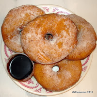 SliCE Donuts with Chocolate Dipping Sauce