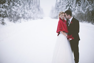 Winter snowfall wedding photo