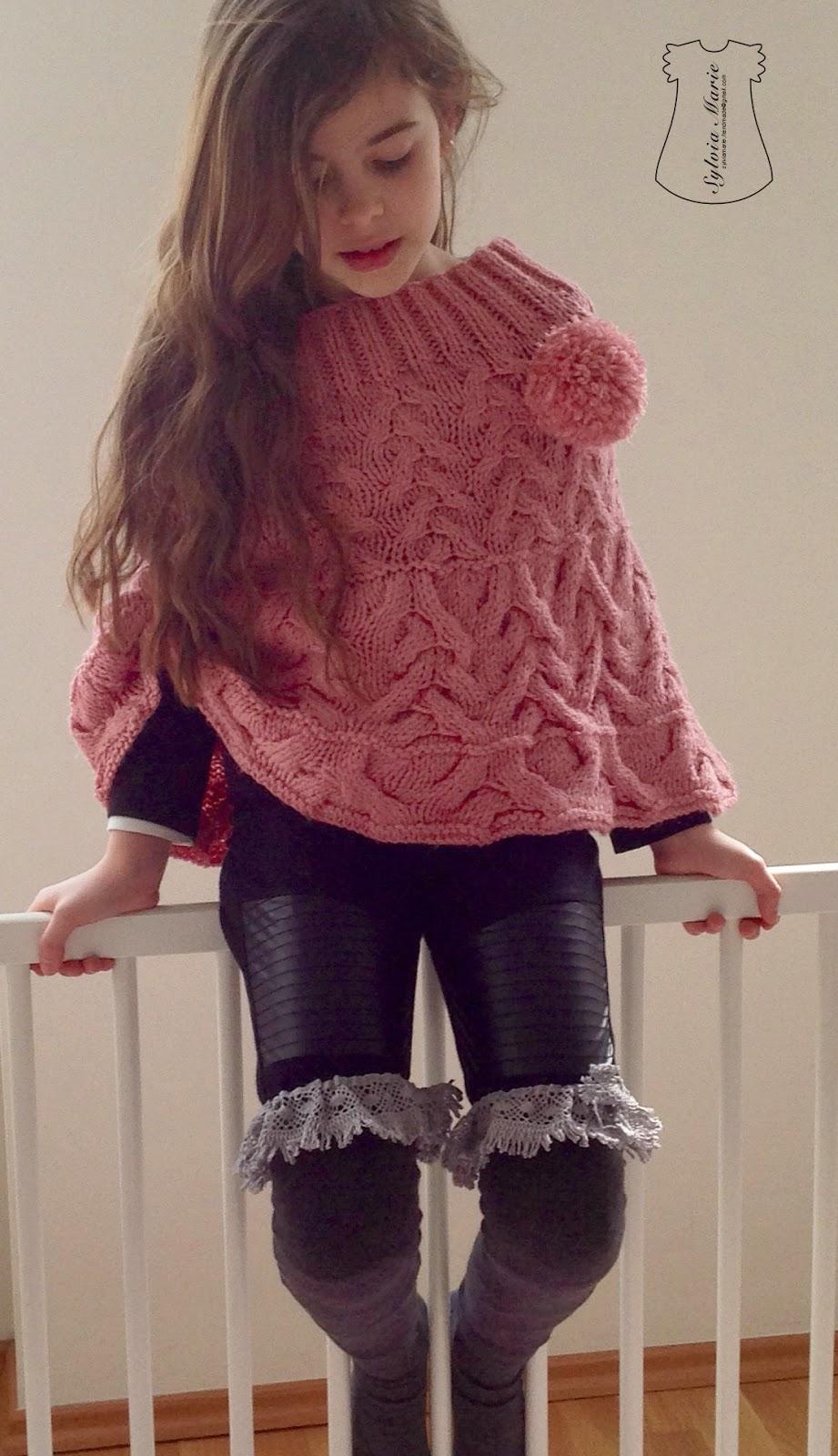 Poncho y calcetines largos Overknees