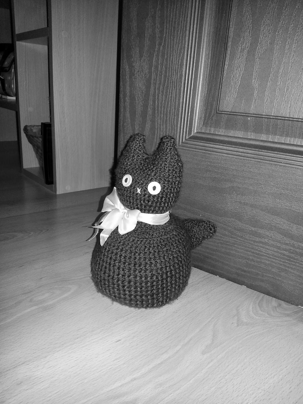 kot na szydełku