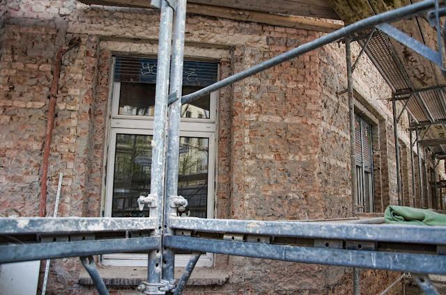 Baustelle Umbau und Modernisierung eines Wohnhauses, Kolmarer Str. 7 / Knaackstr. 7, 10405 Berlin, 07.04.2014