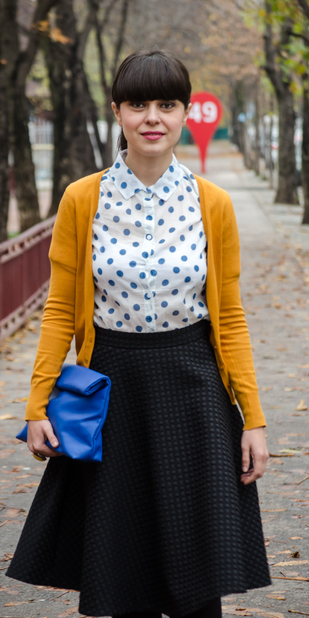 black midi skirt h&m mustard high heels poema cobalt blue clutch new yorker blue dots shirt dotty sweater c&a