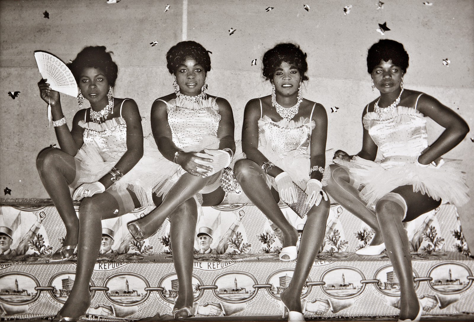 Jean Depara: Showgirls, Les danseuses et de Gaulle, 1960.
