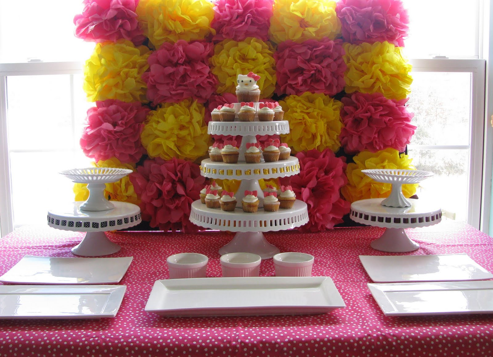 Sheek shindigs diy pom pom backdrop tutorial for Background decoration for birthday party
