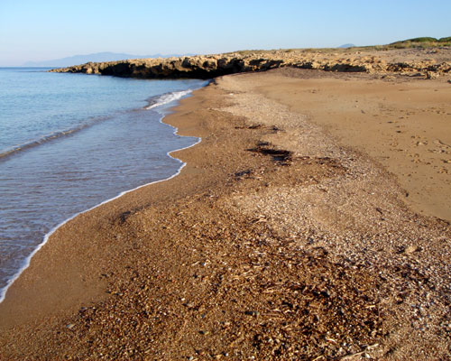 Οι χλιδάτες παραλίες της Κυπαρισσίας γεμίζουν από κόσμο