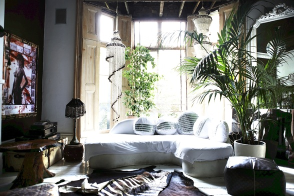 Moon to moon a bohemian london townhouse for Home decorations london