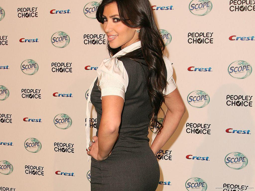 http://1.bp.blogspot.com/-7DzMVdoMERY/TqWWTAe1R5I/AAAAAAAANV0/NdWxkbSlCpM/s1600/actress_kim_kardashian_wallpaper.jpg