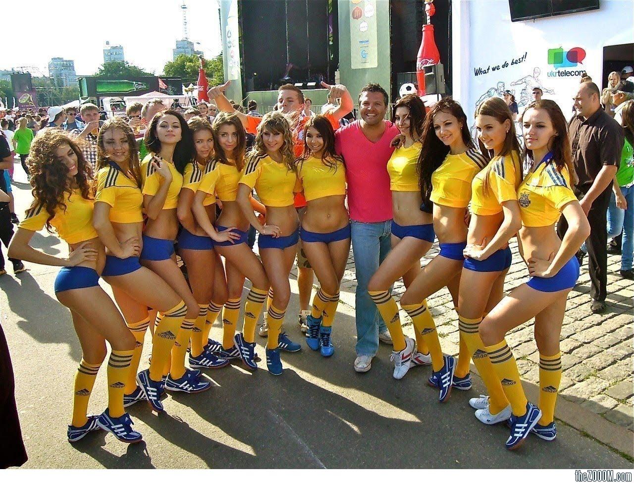 http://1.bp.blogspot.com/-7E9YFOROxEQ/T-XTt_-aEuI/AAAAAAAAA9k/n3e3hpv1Wz4/s1600/Ukraine-Fans-Girls-From-Euro-2012.jpg