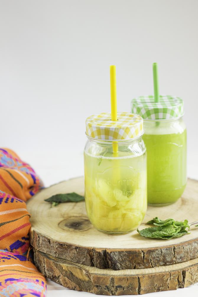 Agua fresca de piña con hierbabuena
