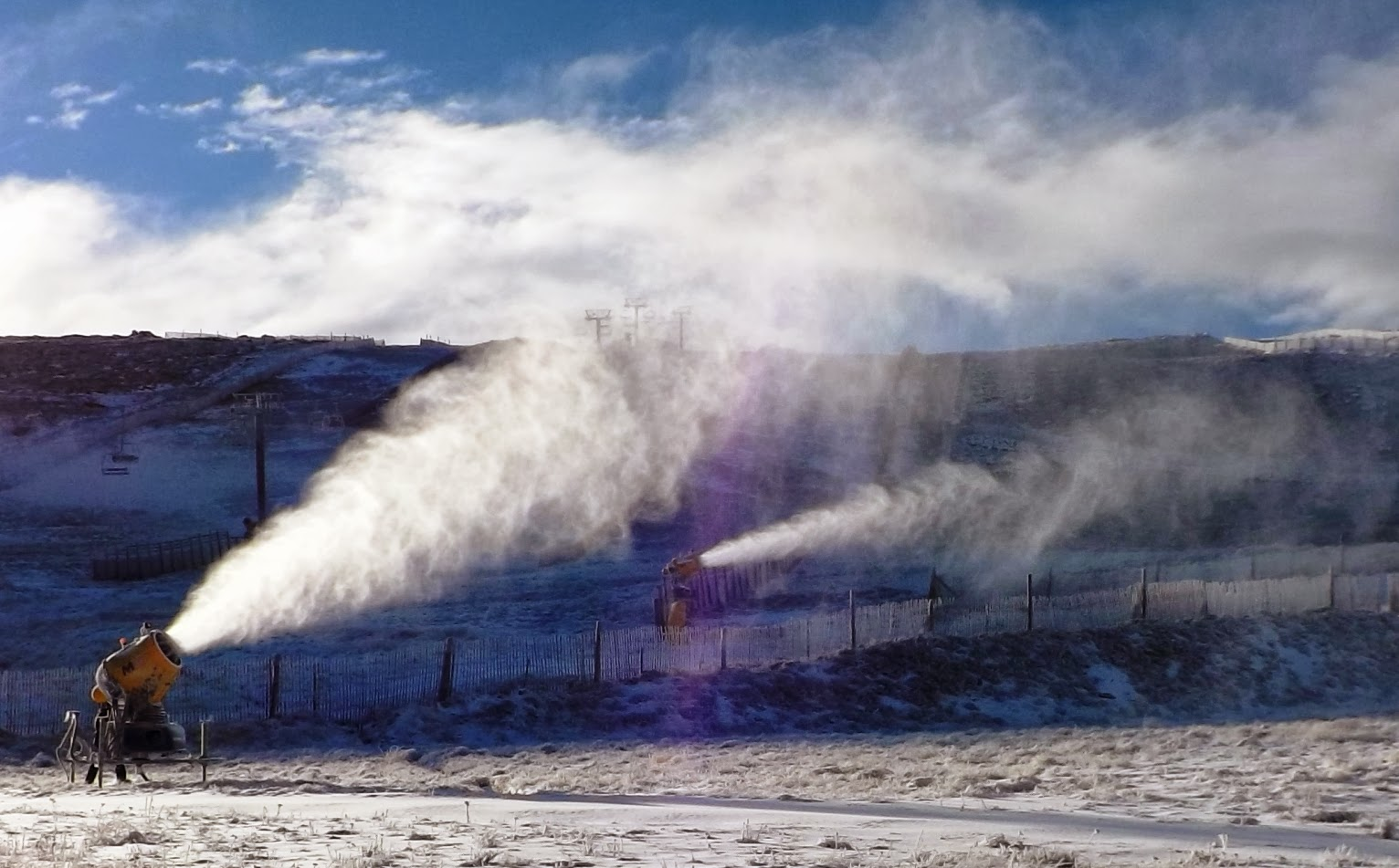Estación de esqui produccion de nieve artificial