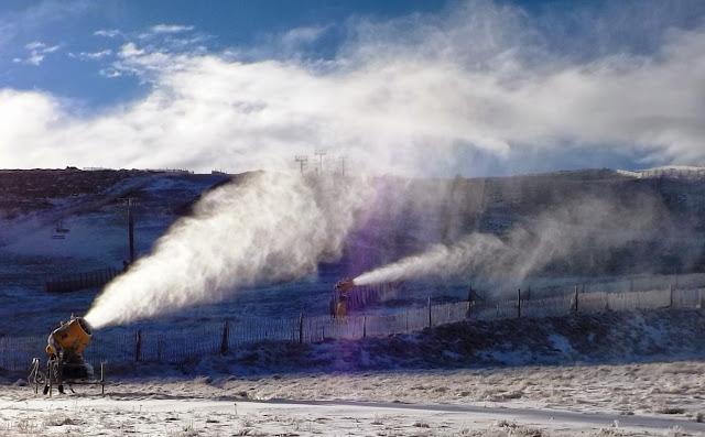 imagenes de la produccion de nieve facilitadas por GECOBESA